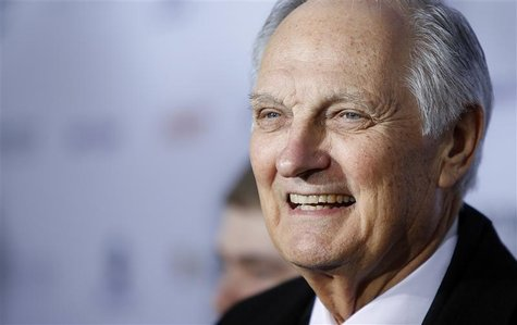 Actor Alan Alda arrives for the International Emmy Awards in New York, November 19, 2012. REUTERS/Carlo Allegri