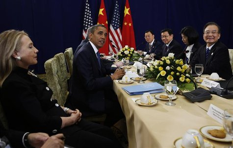 U.S. President Barack Obama (2nd L) meets with Chinese Premier Wen Jiabao (R), as U.S. Secretary of State Hillary Clinton (L) looks on, at t