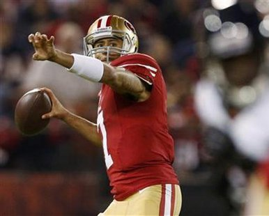 San Francisco 49ers quarterback Colin Kaepernick looks to pass against the Chicago Bears during the first quarter of their NFL football game San Francisco, California November 19, 2012. REUTERS/Beck Diefenbach