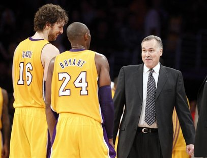Los Angeles Lakers head coach Mike D'Antoni (R) smiles with Pau Gasol (L) of Spain and Kobe Bryant (C) during the second half of their NBA b