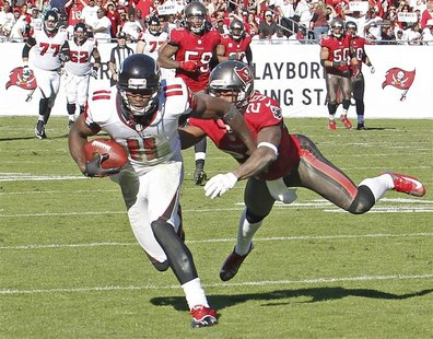 Atlanta Falcons wide receiver Julio Jones (11) races away from Tampa Bay Buccaneers cornerback Leonard Johnson (29) to score on an 80 yard p