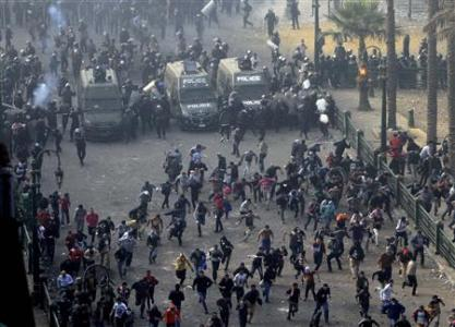 Protesters run from the riot police during clashes at Tahrir square in Cairo November 25, 2012. Credit: REUTERS/Mohamed Abd El Ghany
