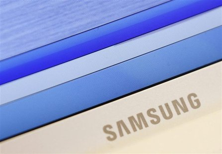 Samsung's logo is seen on a laptop computer displayed in Seoul July 6, 2012. REUTERS/Lee Jae-Won