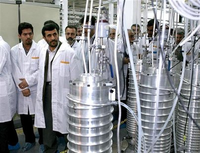Iranian President Mahmoud Ahmadinejad (2nd L) visits the Natanz nuclear enrichment facility, 350 km (217 miles) south of Tehran, April 8, 20