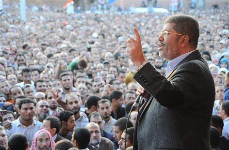 Egypt's President Mohamed Mursi speaks to supporters in front of the presidential palace in Cairo November 23, 2012. Mursi's decision to ass