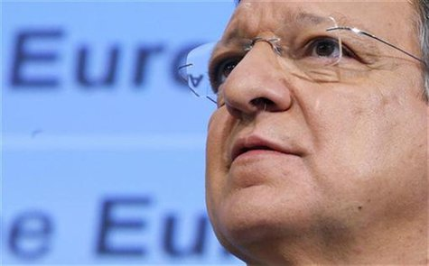 European Commission President Jose Manuel Barroso addresses a news conference at the EU Commission headquarters in Brussels November 28, 201