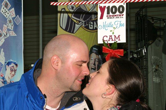 Y100 Mistletoe Cam