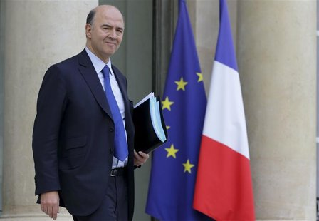 French Economy and Finance Minister Pierre Moscovici leaves the Elysee Palace after the weekly cabinet meeting in Paris November 28, 2012. R