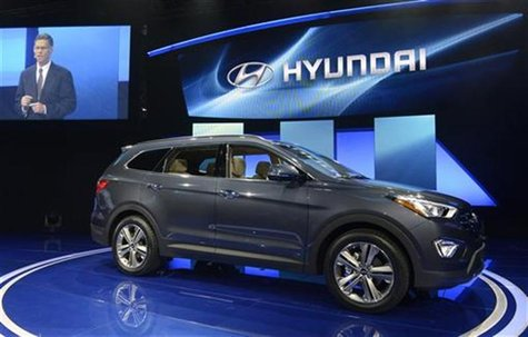 The 2013 Hyundai Santa Fe is seen at a news conference at the 2012 Los Angeles Auto Show in Los Angeles, California November 28, 2012. REUTE