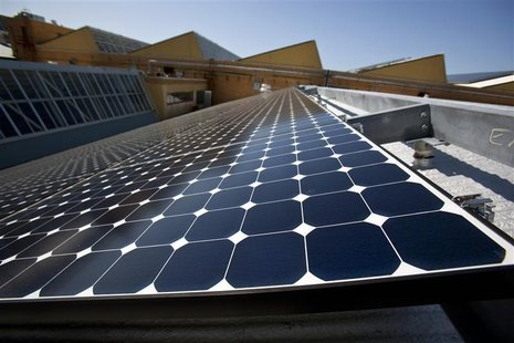 Solar panels sit on the roof of SunPower Corporation in Richmond, California March 18, 2010. REUTERS/Kim White