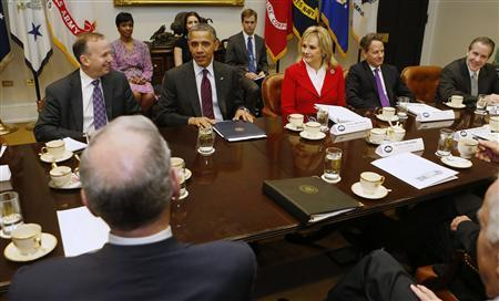 U.S. President Barack Obama (2nd L, facing camera) meets with members of the National Governors Association (NGA) Executive Committee in the Roosevelt Room of the White House in Washington, December 4, 2012. REUTERS/Larry Downing (UNITED STATES - Tags: POLITICS BUSINESS)