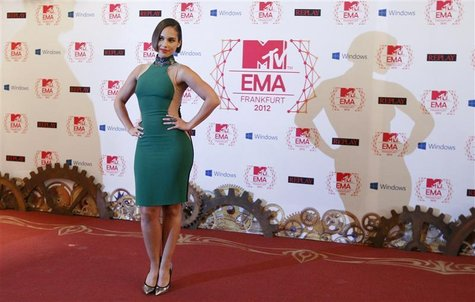 U.S. singer Alicia Keys arrives on the red carpet for the MTV European Music Awards 2012 at the Festhalle in Frankfurt November 11, 2012. RE