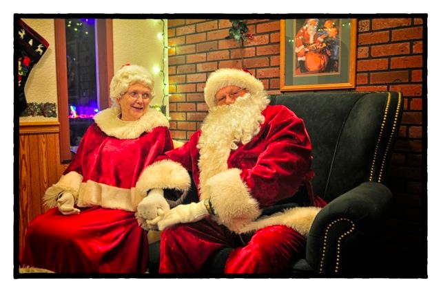 Santa and the Mrs.....!!