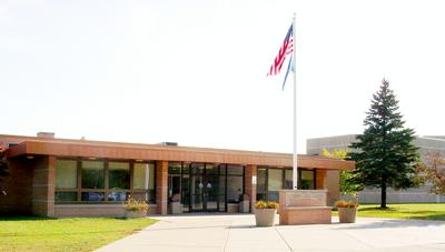 The main entrance to Mosinee High School