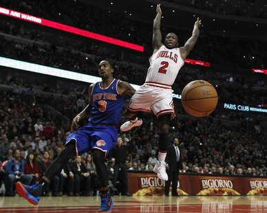 Chicago Bulls' Nate Robinson (R) loses the ball as he goes to the basket against New York Knicks' J.R. Smith during the second half of their