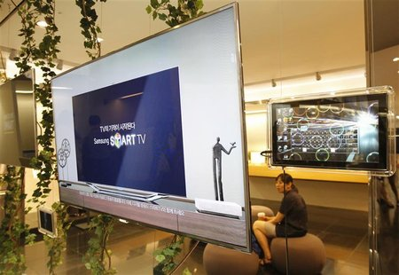 Samsung Electronics' smart TVs are displayed at a store in Seoul July 6, 2012. REUTERS/Lee Jae-Won