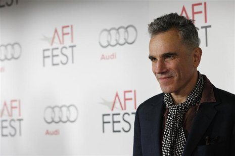 "Cast member Daniel Day-Lewis poses at the premiere of ""Lincoln"" during the AFI Fest 2012 at the Grauman's Chinese theatre in Hollywood, Cali"