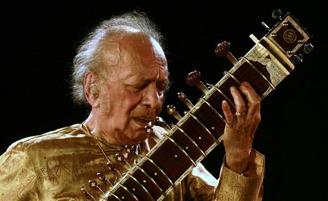 Indian sitar player Ravi Shankar performs in the eastern Indian city of Kolkata in this February 7, 2009 file photo. Sitarist and composer S