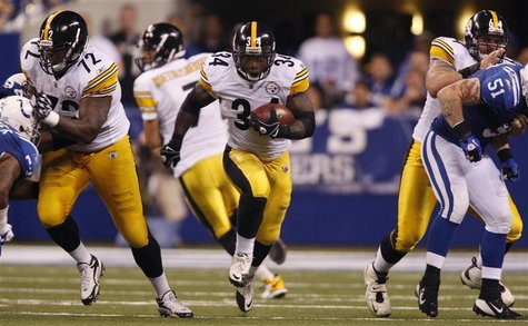 Pittsburgh Steelers running back Rashard Mendenhall (34) carries the football as Steelers offensive tackle Jonathan Scott (72) blocks and St