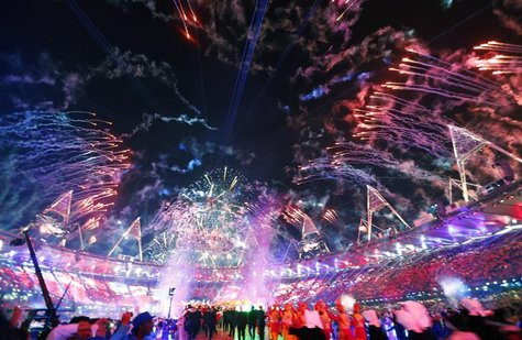Fireworks light up the sky at the closing ceremony of the London 2012 Olympic Games at the Olympic Stadium August 12, 2012. REUTERS/Kai Pfaf