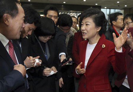 Park Geun-hye (R), presidential candidate of conservative and right wing ruling Saenuri Party, visits the Korea Exchange during her campaign