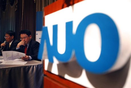 Au Optronics Chief Executive Chen Lai-juh (L) and Chief Finance Officer Andy Yang speak during an investors conference in Taipei April 22, 2