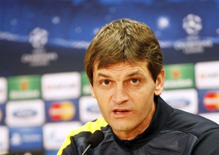 Barcelona's coach Tito Vilanova speaks during a news conference at Joan Gamper training camp, near Barcelona, December 4, 2012. REUTERS/Gust