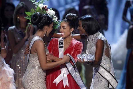 Miss USA Olivia Culpo (C) is congratulated by Miss Teen USA 2012 Logan West (L) and Miss Universe 2011 Leila Lopes from Angola after being c