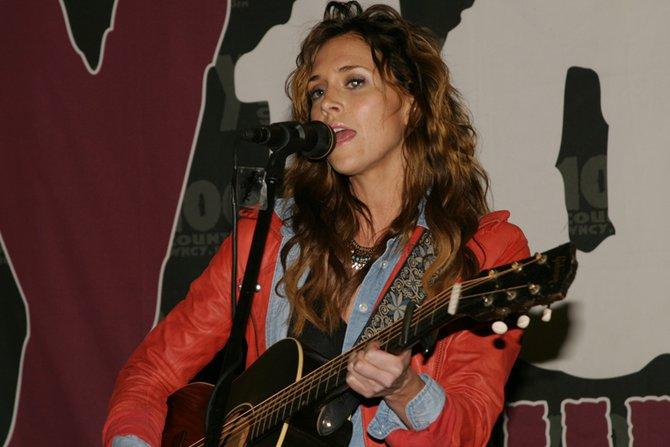 Kelleigh Bannen - Y100 performance