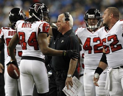 Atlanta Falcons head coach Mike Smith (C ) congratulates wide receiver Roddy White (L ) after his touchdown against the Detroit Lions during
