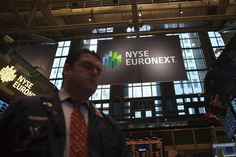 Traders work on the floor of the New York Stock Exchange in New York December 20, 2012. REUTERS/Andrew Kelly