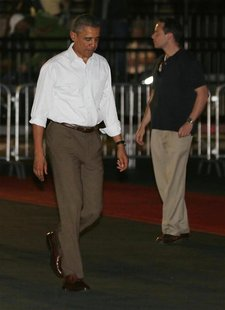 U.S. President Barack Obama departs Honolulu, Hawaii December 26, 2012, for a return trip to Washington. REUTERS/Larry Downing