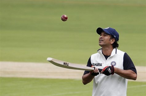 India's Sachin Tendulkar bounces a ball on his bat during a practice session ahead of their second test cricket match against New Zealand in