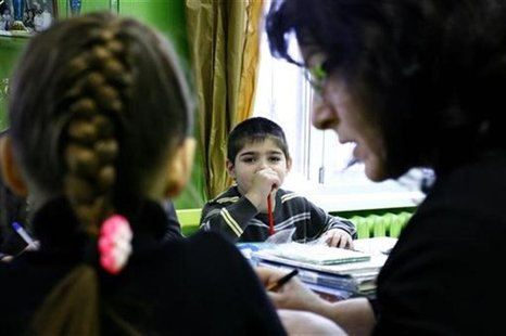 Orphan children attend a class at an orphanage in the southern Russian city of Rostov-on-Don, December 19, 2012. REUTERS/Vladimir Konstantin