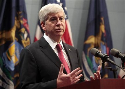 Michigan Governor Rick Snyder holds a news conference in Lansing, Michigan December 11, 2012. REUTERS/Rebecca Cook