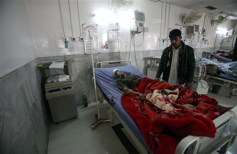 A badly injured Pakistani paramilitary soldier, who survived a shooting by Taliban militants, receives treatment at a hospital in Peshawar D