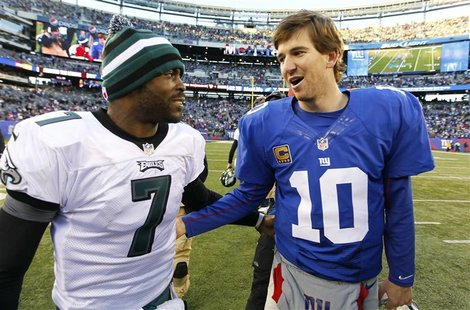 New York Giants quarterback Eli Manning (R) talks with Philadelphia Eagles quarterback Michael Vick after their NFL football game in East Ru