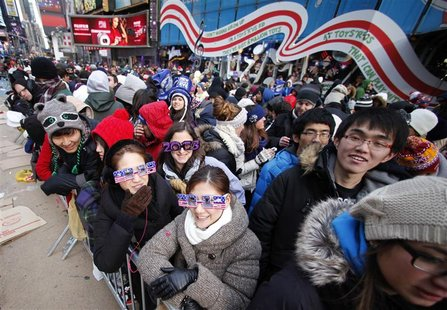 Revellers begin to fill up Times Square for New Year's celebrations in New York, December 31, 2012. REUTERS/Gary Hershorn
