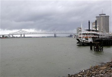 Dark clouds are seen over the Mississippi River as Hurricane Isaac approaches New Orleans, Louisiana, August 28, 2012. REUTERS/Jonathan Bach