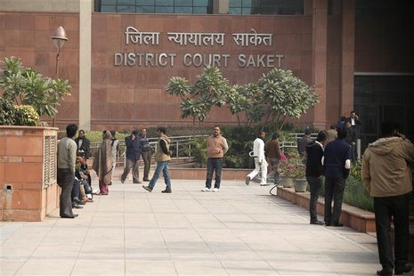People arrive at a district court in New Delhi January 3, 2013. The December 16 attack on the physiotherapy student and a male companion pro