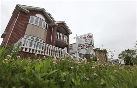 "A ""for sale"" sign is seen outside a home in New York June 19, 2012. REUTERS/Shannon Stapleton"