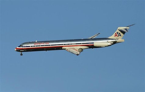 An American Airlines McDonnell Douglas MD-83 is pictured in New York August 28, 2012. REUTERS/Eduardo Munoz