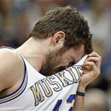 Minnesota Timberwolves forward Kevin Love (42) wipes sweat from his face during the first half of the Timberwolves' NBA basketball game agai