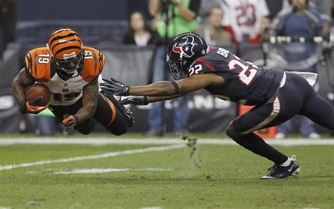 Cincinnati Bengals wide receiver Brandon Tate makes a catch in front of Houston Texans cornerback Alan Ball during the third quarter of thei