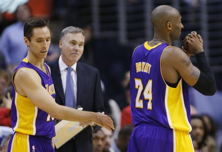 Los Angeles Lakers' Steve Nash (L), head coach Mike D'Antoni (C) and Kobe Bryant react after losing possession of the ball in the final minu
