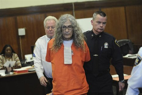 Convicted California serial killer Rodney Alcala is pictured in Manhattan Supreme Court in New York, January 7, 2013. REUTERS/David Handschu