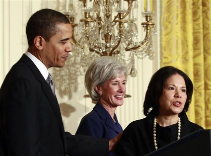 U.S. President Barack Obama (L) introduces Kathleen Sebelius (C) as his nominee for Secretary of Health and Human Services and Nancy-Ann DeP