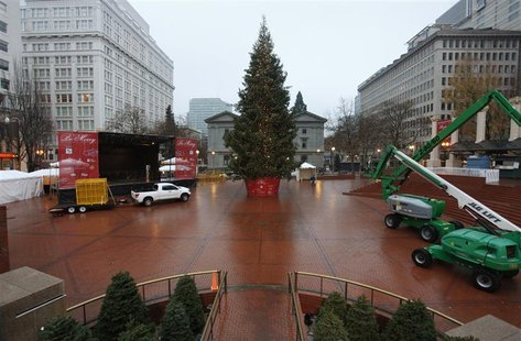 The Christmas tree, target of Somali-born Osman Mohamud, is seen in Pioneer Courthouse Square in Portland, Oregon, November 27, 2010. REUTER