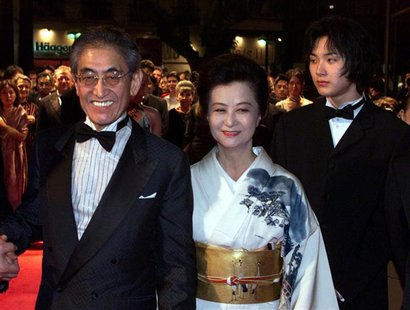 Japanese director Nagisa Oshima (L) arrives with his wife (C) and actor Ryuhei Matsuda (R) as they arrive on the red carpet at the festival