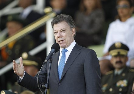 Colombian President Juan Manuel Santos gives a speech during a promotion ceremony at a police school in Bogota December 7, 2012. REUTERS/Joh